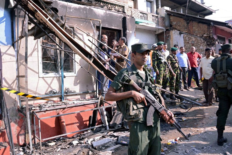 https: img.okeinfo.net content 2018 03 06 18 1868690 cegah-kekerasan-antaragama-sri-lanka-terbitkan-status-darurat-oEMLjm5X1N.JPG