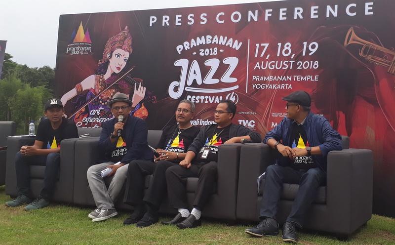 https: img.okeinfo.net content 2018 03 06 205 1868799 diana-krall-bakal-tampil-spesial-di-prambanan-jazz-festival-2018-yw4FnzXLea.jpg