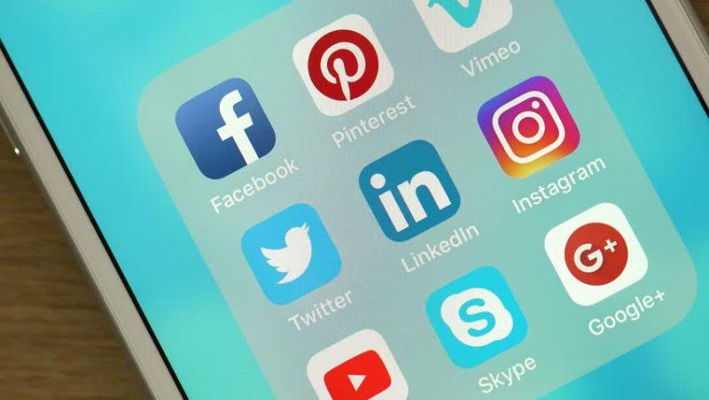 https: img.okeinfo.net content 2018 03 07 207 1869393 ketagihan-media-sosial-ini-5-cara-ampuh-mengatasinya-pR9t40MG69.jpg