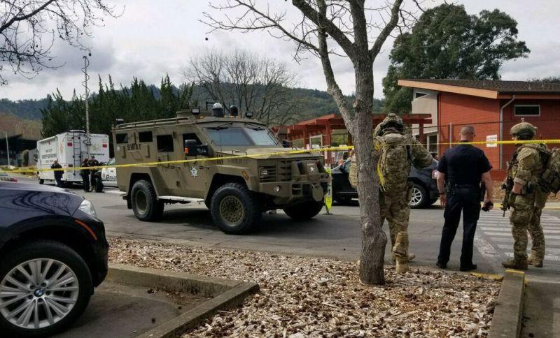 https: img.okeinfo.net content 2018 03 10 18 1870644 pria-bersenjata-lepaskan-30-tembakan-dan-sandera-3-orang-di-california-CzZtVmZMmI.jpg