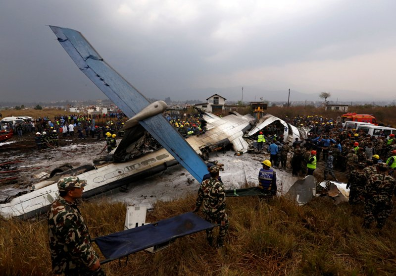 https: img.okeinfo.net content 2018 03 13 18 1872014 sebelum-jatuh-di-nepal-pesawat-maskapai-bangladesh-bergetar-hebat-BNXnYryeZT.JPG
