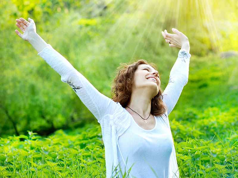 https: img.okeinfo.net content 2018 03 13 196 1872099 5-tips-agar-merasa-bahagia-setiap-bangun-di-pagi-hari-gyzzd25wWw.jpg