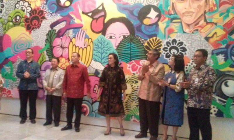 https: img.okeinfo.net content 2018 03 13 20 1872037 dalam-pertemuan-imf-world-bank-sri-mulyani-kenalkan-keberagaman-indonesia-lewat-seni-lukis-vbUUhAu6tV.jpg