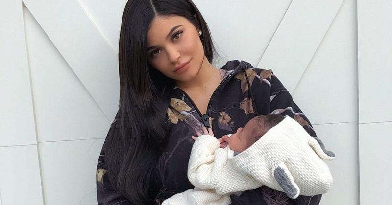 https: img.okeinfo.net content 2018 03 13 298 1871998 kylie-jenner-ungkap-makanan-favoritnya-saat-hamil-dan-setelah-melahirkan-zs1arZcmq9.jpg