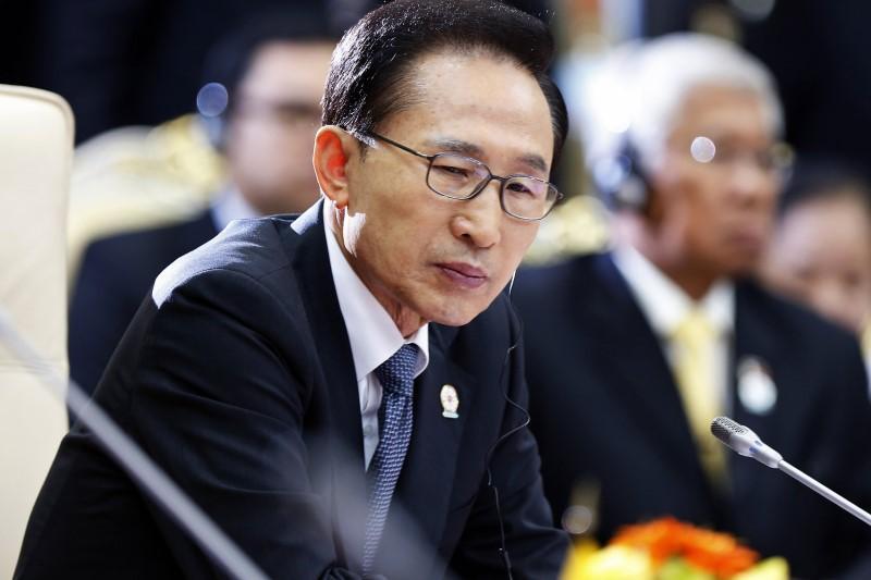https: img.okeinfo.net content 2018 03 14 18 1872477 mantan-presiden-korsel-lee-myung-bak-diperiksa-terkait-kasus-korupsi-3iQp9XhwjN.jpg