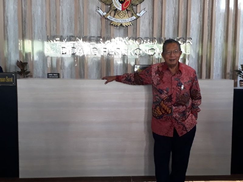 https: img.okeinfo.net content 2018 03 14 320 1872881 menko-darmin-lawan-kampanye-hitam-sawit-indonesia-FeBN8FResx.jpg