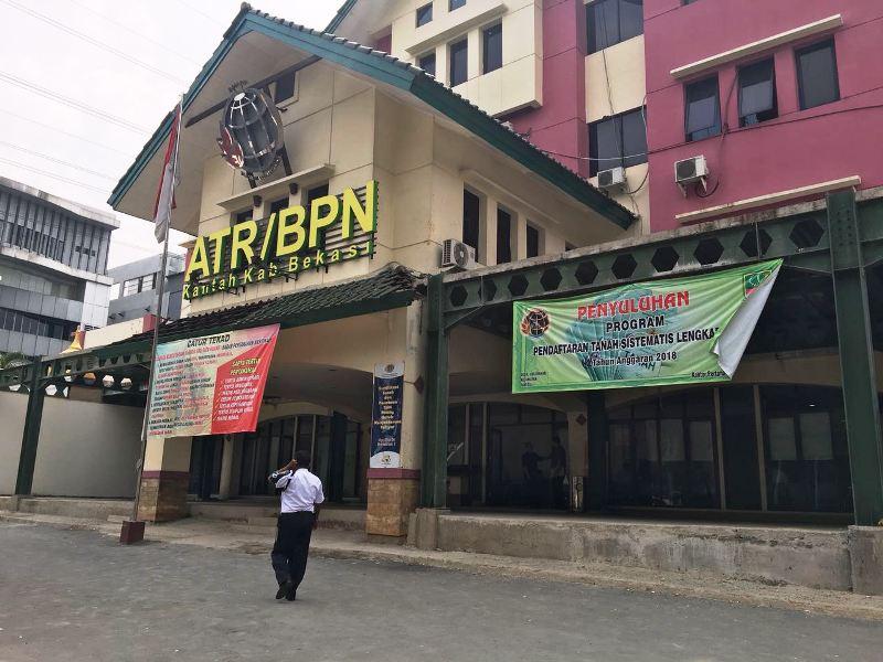 Kantor BPN Bekasi tampak sepi usai polisi lakukan operasi tangkap tangan (Foto: Wijayakusuma/Okezone)
