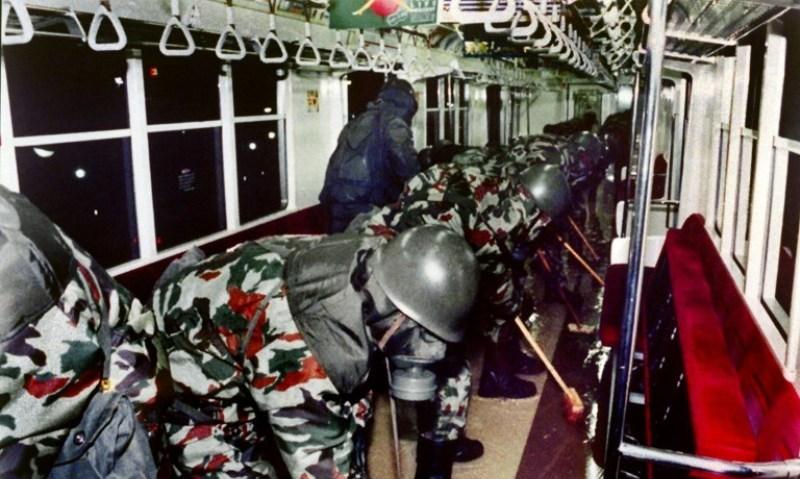 https: img.okeinfo.net content 2018 03 19 18 1874782 serangan-gas-sarin-di-kereta-bawah-tanah-tokyo-12-orang-tewas-VDRn0umkNl.jpg