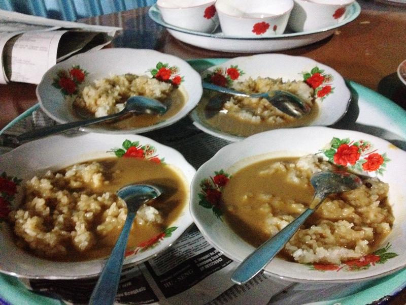 https: img.okeinfo.net content 2018 03 23 298 1876899 tradisi-malam-makan-ketan-suku-lembak-bengkulu-sebelum-resepsi-pernikahan-01iTgLvv88.jpg