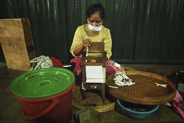 https: img.okeinfo.net content 2018 03 23 320 1877147 impor-dibatasi-indonesia-akan-kekurangan-100-000-ton-tembakau-QEOqLI1TKk.jpg