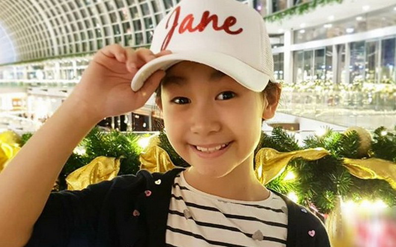 https: img.okeinfo.net content 2018 03 23 33 1877244 penyanyi-jebolan-the-voice-kids-raih-1st-grand-champion-asia-pacific-arts-festival-2018-YWh5cy1MB6.jpg