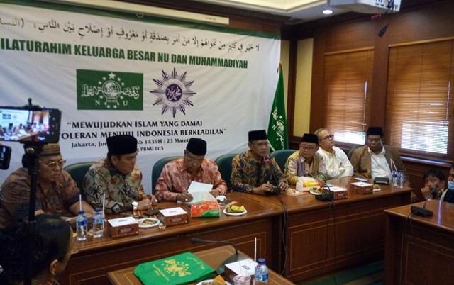 https: img.okeinfo.net content 2018 03 23 337 1877141 pbnu-dan-muhammadiyah-teken-5-kesepakatan-jaga-nkri-WRUisCmKDp.jpg