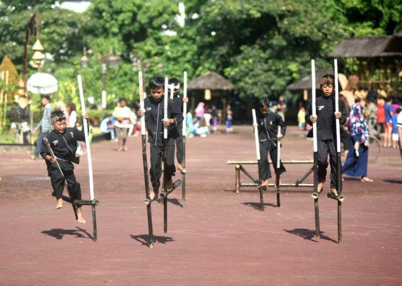 Permainan tradisional Indonesia (Foto:Mulyana/Okezone)