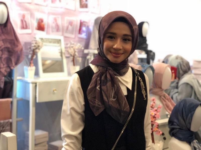 https: img.okeinfo.net content 2018 03 28 194 1879247 bisnis-hijab-laudya-cynthia-bella-ceritakan-filosofi-setiap-koleksinya-2iMrJh6LRT.jpg