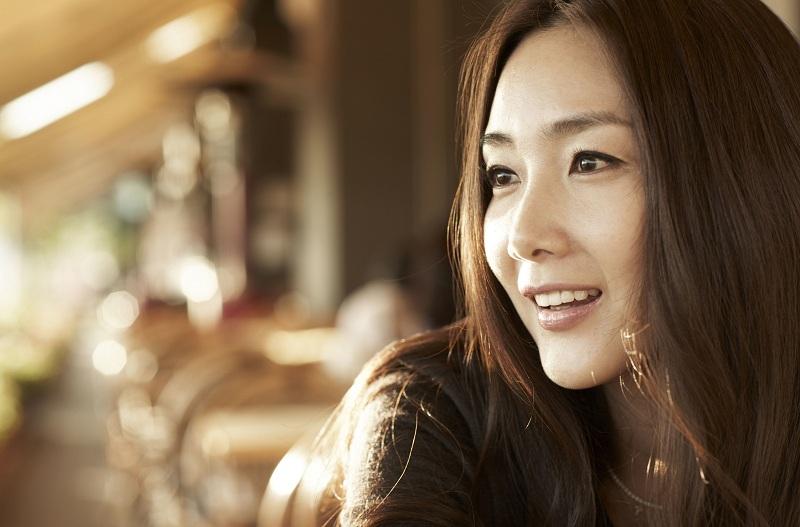 https: img.okeinfo.net content 2018 03 29 33 1879751 aktris-winter-sonata-choi-ji-woo-lepas-masa-lajang-di-usia-43-tahun-ThJtRfZySn.jpg