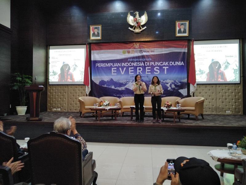 https: img.okeinfo.net content 2018 03 29 406 1879524 gunung-everest-jadi-rangkaian-terakhir-2-wanita-indonesia-gapai-seven-summits-dunia-ZATpkKSdLj.jpg