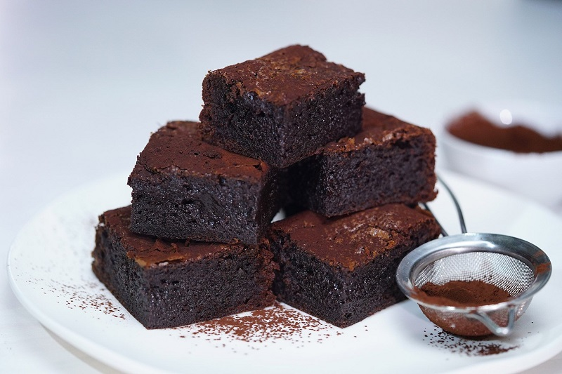 https: img.okeinfo.net content 2018 04 01 298 1880621 bikin-cappuccino-dan-triple-chocolate-brownies-yuk-ini-resep-dan-cara-buatnya-mudah-kok-ppjKkG5bAf.jpg