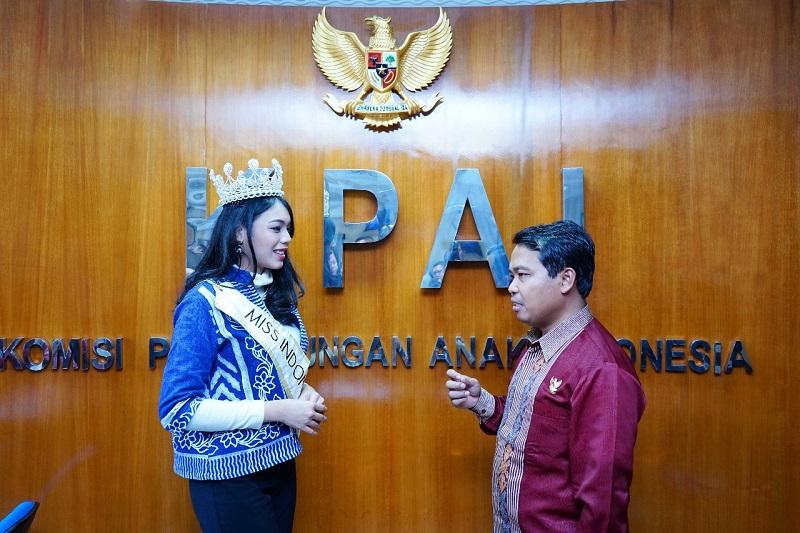 https: img.okeinfo.net content 2018 04 05 194 1882684 miss-indonesia-2018-alya-nurshabrina-terlibat-dalam-pembahasan-mengenai-perlindungan-anak-TOR1qm7PWg.jpg