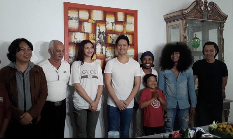 https: img.okeinfo.net content 2018 04 09 206 1884171 andi-arsyil-angkat-budaya-indonesia-di-film-jodohku-yang-mana-molulo-2-YEmbn8kLoZ.jpg