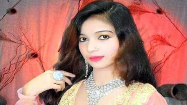 https: img.okeinfo.net content 2018 04 13 18 1886406 hamil-enam-bulan-seorang-penyanyi-pakistan-ditembak-mati-karena-tak-mau-berdiri-2JKX2wPC0T.jpg