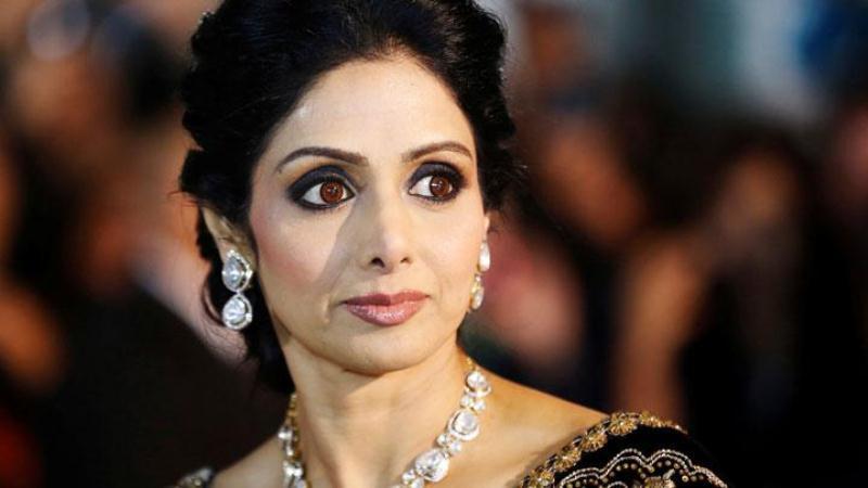 https: img.okeinfo.net content 2018 04 13 206 1886522 mendiang-sridevi-raih-best-actress-dalam-penghargaan-65th-national-film-awards-india-g1JIOnaClD.JPG