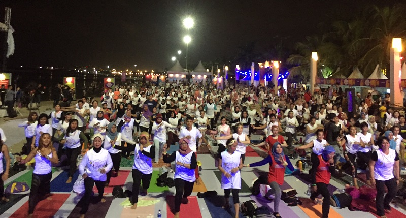 https: img.okeinfo.net content 2018 04 14 481 1886735 meriahnya-yoga-festival-2018-the-pop-of-yoga-mnc-channels-eiKadsOSQ3.jpg