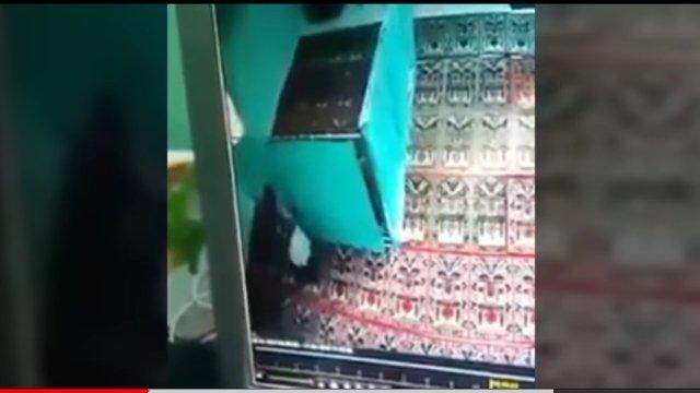 https: img.okeinfo.net content 2018 04 15 340 1886930 mesum-di-masjid-sejoli-di-semarang-memang-sudah-diincar-warga-1qdU7p3Don.jpg