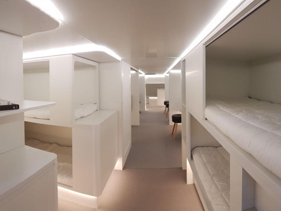 https: img.okeinfo.net content 2018 04 16 406 1887083 2-tahun-lagi-ruang-kargo-pesawat-disulap-jadi-hotel-terbang-oSsVGXGgNp.jpg