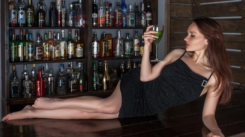 https: img.okeinfo.net content 2018 04 16 481 1887243 apakah-benar-seks-bisa-lebih-hot-dengan-bantuan-alkohol-rx05zhwnzM.jpeg