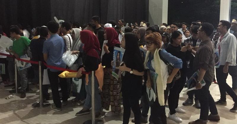 https: img.okeinfo.net content 2018 04 16 598 1887503 begini-antusiasme-para-penonton-saksikan-malam-grand-final-indonesian-idol-2018-sLfilXAeD2.jpg