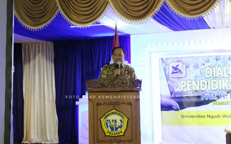 https: img.okeinfo.net content 2018 04 16 65 1887407 pelajar-indonesia-di-china-tertipu-beasiswa-menristekdikti-itu-agen-ilegal-o9aFeVw9rM.jpg