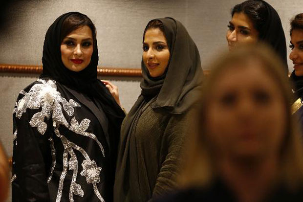 https: img.okeinfo.net content 2018 04 17 194 1887916 pertama-kali-dalam-sejarah-arab-saudi-gelar-fashion-show-eIKDvTwIqW.jpg
