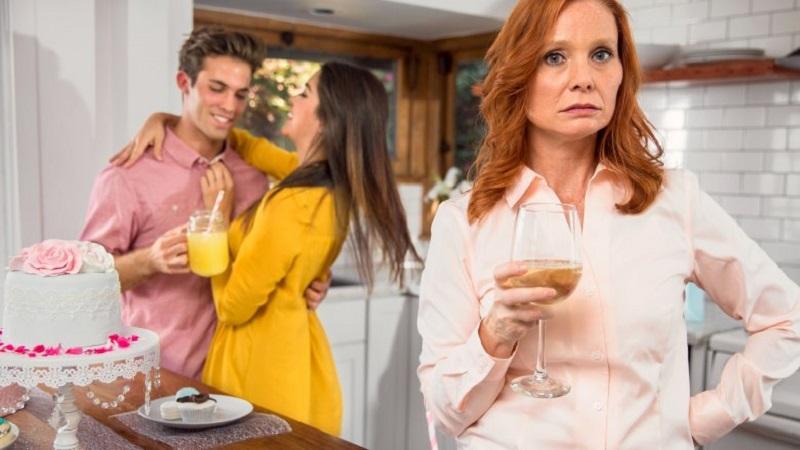 https: img.okeinfo.net content 2018 04 17 196 1887718 untuk-para-istri-ini-5-tanda-ibu-mertua-tidak-suka-kepada-anda-blgujvViPh.jpg