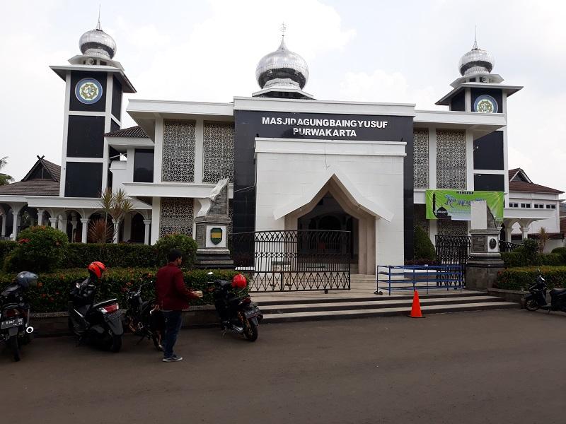 https: img.okeinfo.net content 2018 04 17 406 1887819 masjid-agung-baing-yusuf-bukti-penyebaran-islam-di-tanah-purwakarta-7zfAB7vbEj.jpg