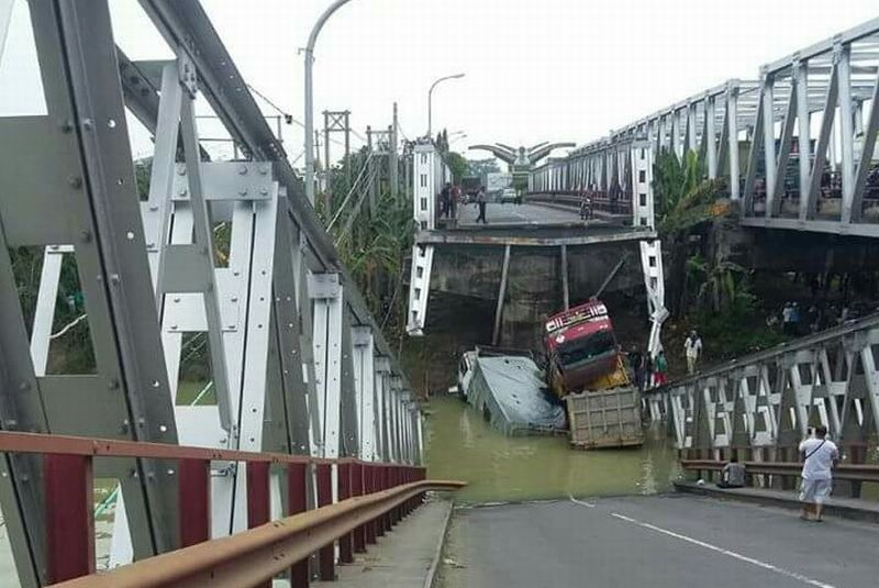 https: img.okeinfo.net content 2018 04 17 519 1887691 jembatan-babat-roboh-polisi-siapkan-rekayasa-lalu-lintas-wsKGJPlmjD.jpg