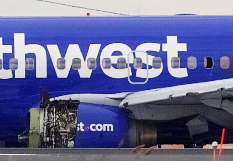 https: img.okeinfo.net content 2018 04 18 18 1888110 mesin-pesawat-meledak-seorang-penumpang-terhisap-keluar-di-tengah-penerbangan-8LQSMiHrM8.jpg