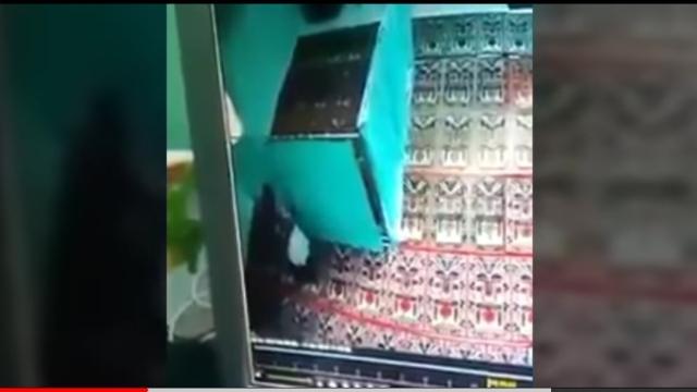 https: img.okeinfo.net content 2018 04 18 512 1888118 ini-alasan-polisi-tak-tahan-muda-mudi-yang-mesum-di-masjid-DzkGnPx7Jz.jpg