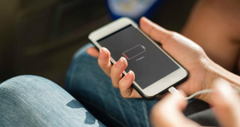 https: img.okeinfo.net content 2018 04 19 92 1888971 5-tips-bikin-baterai-smartphone-jadi-lebih-irit-M7taeeXKAc.jpg