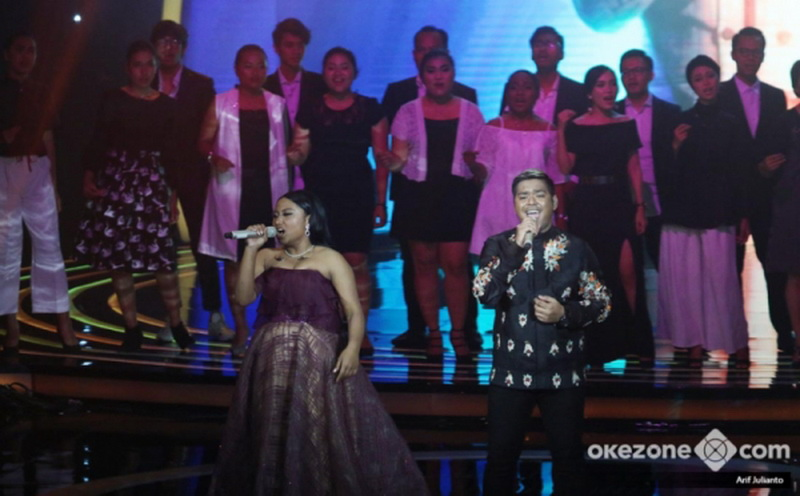 https: img.okeinfo.net content 2018 04 20 598 1889475 di-tengah-ketatnya-kompetisi-indonesian-idol-maria-dan-abdul-tak-pernah-merasa-bersaing-MPBDjVXDZX.jpg
