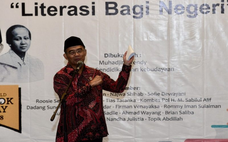 https: img.okeinfo.net content 2018 04 22 65 1889917 mendikbud-kartini-ibu-literasi-indonesia-p1QJWFJpqw.jpg