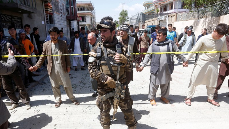 https: img.okeinfo.net content 2018 04 23 18 1890184 lebih-dari-50-orang-tewas-dalam-serangan-bom-bunuh-diri-di-pusat-registrasi-kabul-Zf2Mphwezq.jpg
