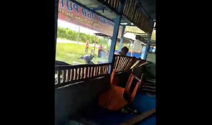 https: img.okeinfo.net content 2018 04 23 196 1890218 viral-video-pria-obrak-abrik-warung-mantan-istri-karena-tak-terima-diceraikan-21KeJN4DQe.jpg