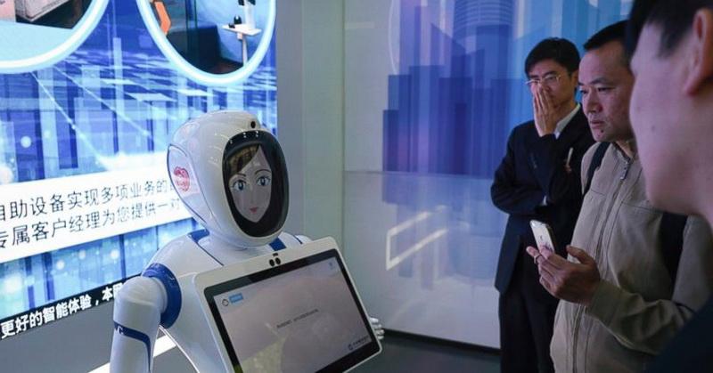 https: img.okeinfo.net content 2018 04 23 207 1890324 teknologi-vr-hingga-robot-sambangi-bank-seperti-apa-wsAJghji4u.jpg