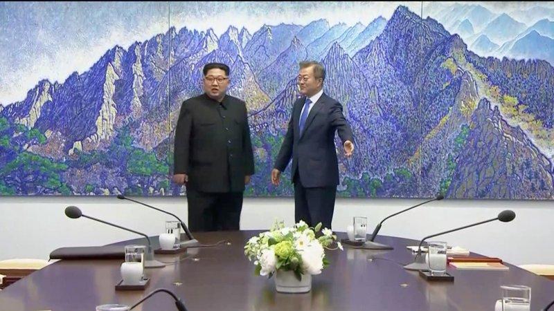 https: img.okeinfo.net content 2018 04 27 18 1892092 inilah-para-elit-lingkaran-sembilan-yang-dibawa-kim-jong-un-ke-korea-selatan-wpaSUVeMdx.jpg