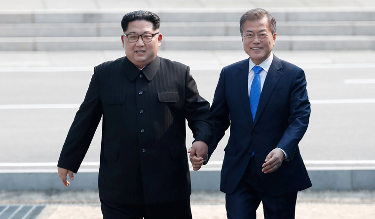 https: img.okeinfo.net content 2018 04 28 337 1892493 pertemuan-bersejarah-pemimpin-korut-dan-korsel-wiranto-ini-harus-disyukuri-GaAAUXgBv3.jpg
