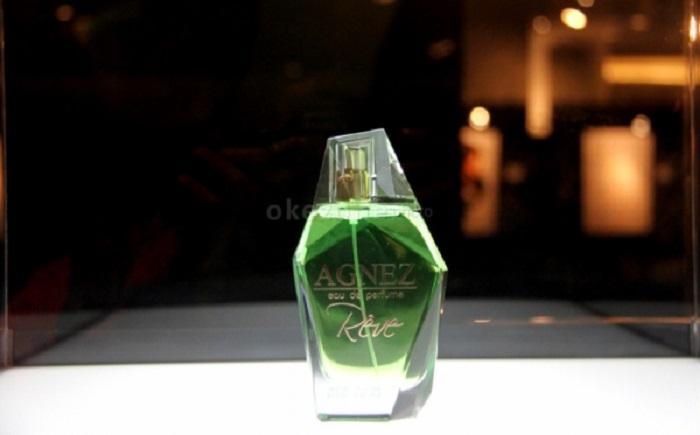 https: img.okeinfo.net content 2018 05 01 194 1893375 syahrini-hingga-agnez-mo-6-selebriti-tanah-air-yang-terjun-di-bisnis-parfum-ePMfkRAO1C.jpg