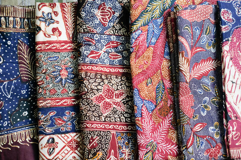 https://img.okeinfo.net/content/2018/05/04/194/1894503/batik-rifaiyah-wastra-nusantara-dengan-akulturasi-corak-eropa-china-dan-spirit-islam-ChcYhb9iud.jpg
