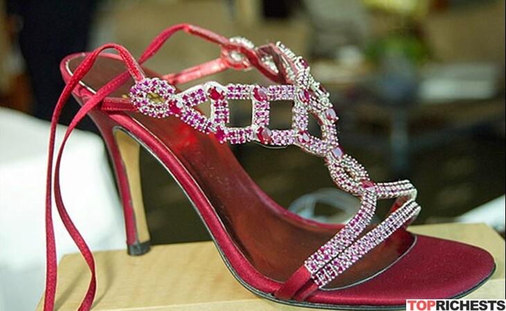 https: img.okeinfo.net content 2018 05 05 194 1894777 bertabur-berlian-dan-batu-rubi-inilah-5-penampakan-sepatu-termahal-di-dunia-gMZoJX3Tgx.jpg