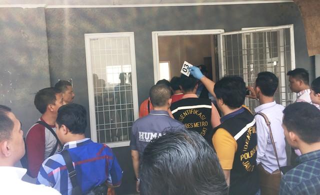 Polisi saat olah TKP pembunuhan Laura (foto: Harits/Okezone)
