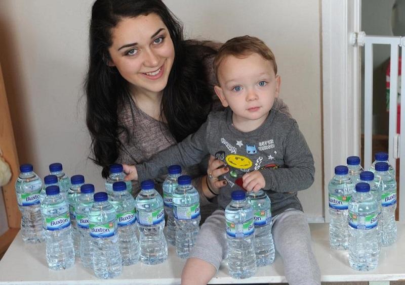 https: img.okeinfo.net content 2018 05 09 481 1896487 ketuban-pecah-perempuan-hamil-ini-minum-7-liter-air-putih-setiap-hari-demi-selamatkan-bayinya-MWB0Eqvqs7.jpg